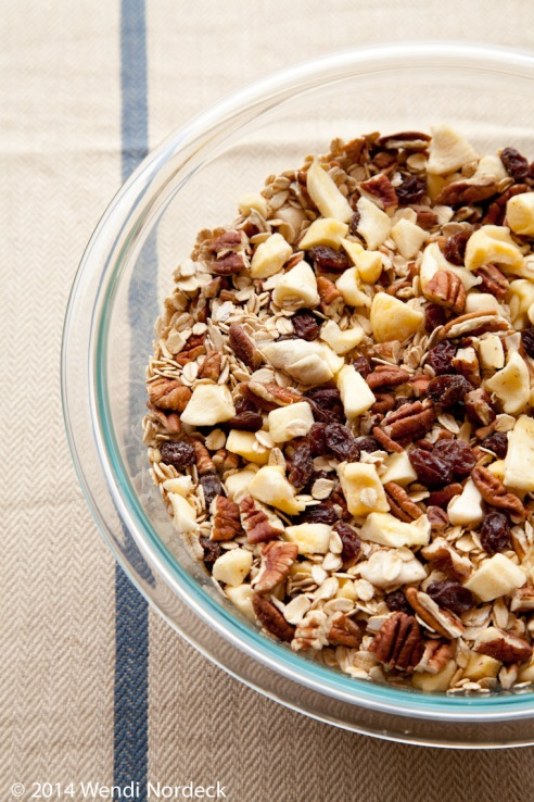 Homemade granola from http://roux44.com