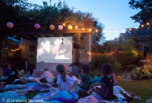 Outdoor movie night from http://roux44.com